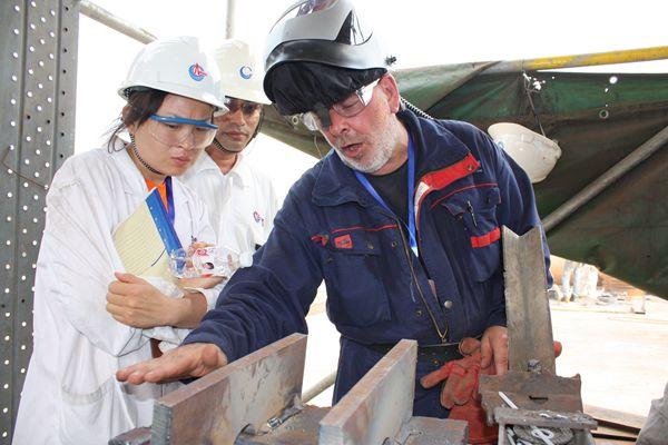 海油工程将本国专家请进项目,强化国际化人才培育栽培提拔.