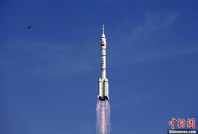 神舟十号飞行乘组航天员王亚平-神舟十号发射成功图片