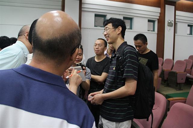 刘磊现场和观众互动